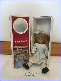 American Girl 18 Nellie OMalley Doll & Box w Outfit and PJ set w 2 Mini Dolls