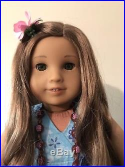 American Girl Doll Kanani 2011 Girl Of The Year with Complete Meet Outfit & Book