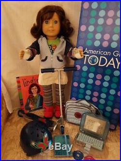American Girl Doll Lindsey, Meet Outfit, Scooter, Laptop, Book, Box, GREAT COND