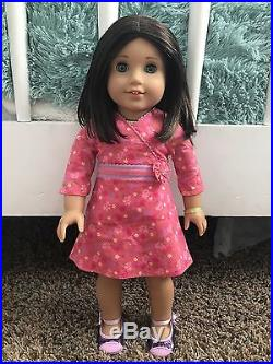 Chrissa american girl doll of the year 2009 + 2 Outfits