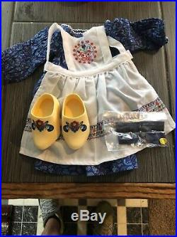 In BoxKIRSTEN'S BAKING OUTFITAmerican Girl DollRetiredCOMPLETECLOGS+APRON++