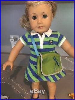 Lanie, American Girl Doll of the Year 2010 (retired) + 3 outfits & accessories